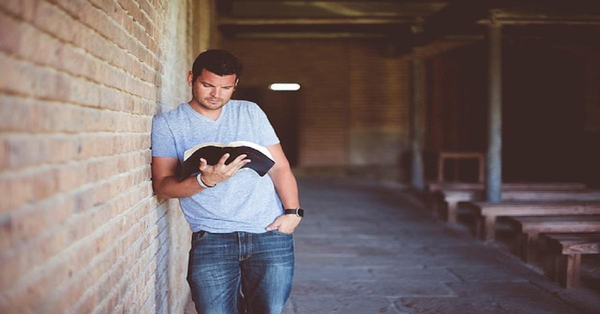 ¡La Biblia!  Este maravilloso libro es único en cuanto a su inspiración y su formación