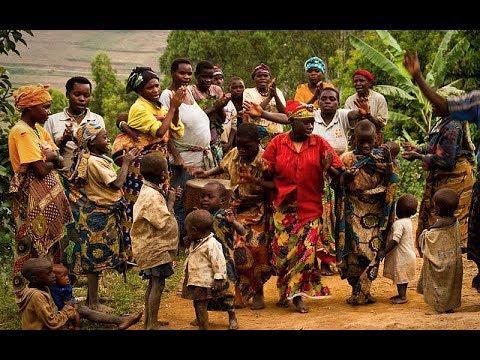 Una milenaria tribu africana experimenta el mover de Dios en medio la jungla de Uganda.
