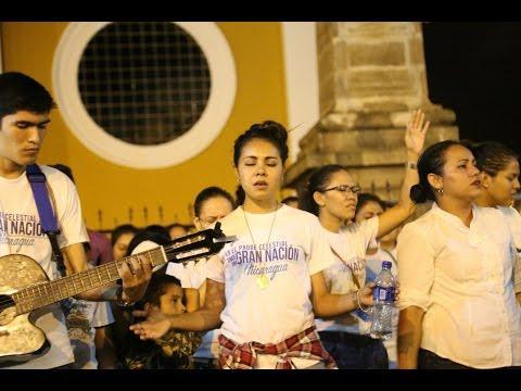 Miles se congregaron para exaltar el nombre de Jesús. en las calles de Granada, Nicaragua